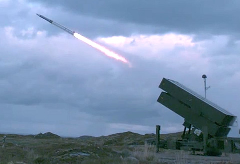 Raytheon AMRAAM®-ER Missile Goes Long and Flies High